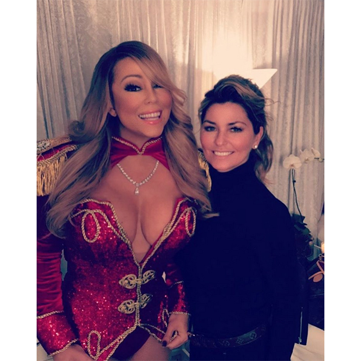 Queen Bey wasn't the only famous face at Mariah's show! Shania Twain also visited the singer backstage. 
