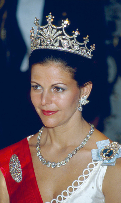 Queen Silvia has had many years to discover her favourites and has taken a liking to the diamond Victorian 9-pronged tiara. 
