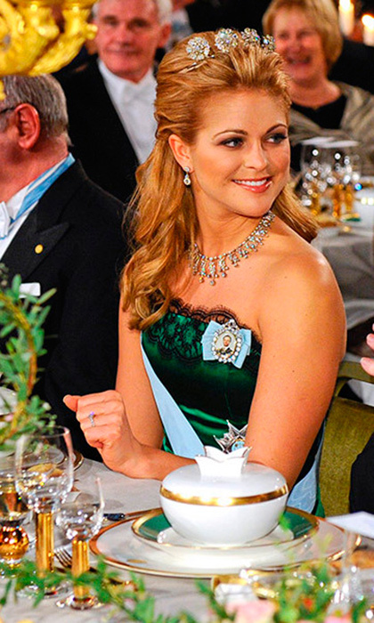 Princess Madeleine donned the relatively dainty four-button tiara to the Nobel Prize gala in 2009.