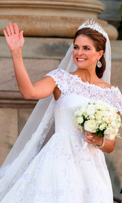 Princess Madeleine of Sweden wore a diamond tiara from her mother Queen Silvia's collection for her wedding to British-American banker Chris O'Neill. The stunning piece also doubles as a necklace!