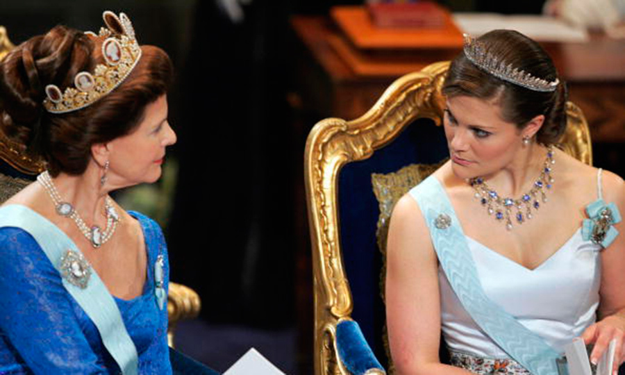 Queen Silvia has worn the Cameo tiara a number of times including her own wedding. Here she chatted with daughter Crown Princess Victoria, who topped off her look with the Baden fringe.