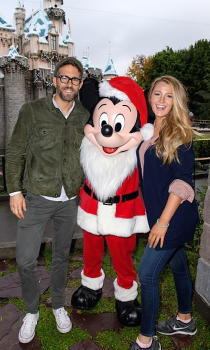 Ryan Reynolds and Blake Lively got into the holiday spirit with Mickey Mouse at Disneyland on Friday (Dec. 16).