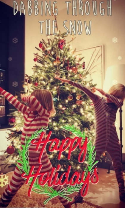 Naomi Watts and Liev Schreiber's sons dabbed their way into the holiday season with this festive card. 