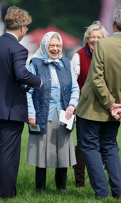 Even queens love to win prizes! Her Majesty was delighted to receive a Tesco gift card after her horse came out on top at the Tattersalls & RoR Thoroughbred Ridden Show.
