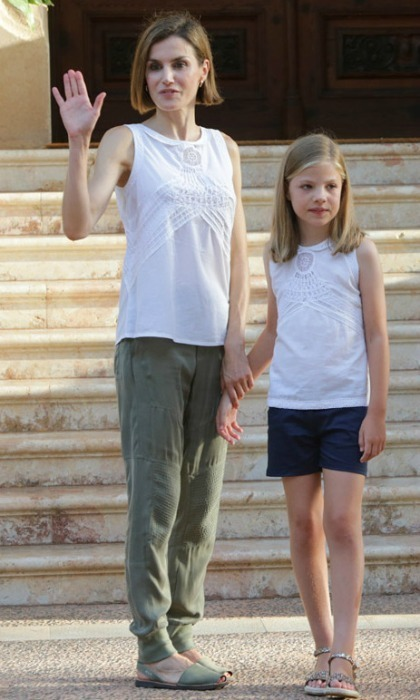 "<h3><a href=""/tags/0/queen-letizia/"" target=""_blank"">Queen Letizia</a> and Princess Sofia</h3><p>Princess Sofia picked up on her mother's chic style and we don't blame her. During the royal family's trip to their holiday home Marivent Palace, the mother-daughter duo wore matching sleeveless tops.</p><p>Photo: &copy; Gtresonline</p>"