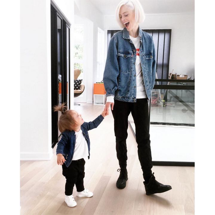 "<h3><a href=""/tags/0/coco-rocha/"" target=""_blank"">Coco Rocha</a> and Ioni Conran</h3>