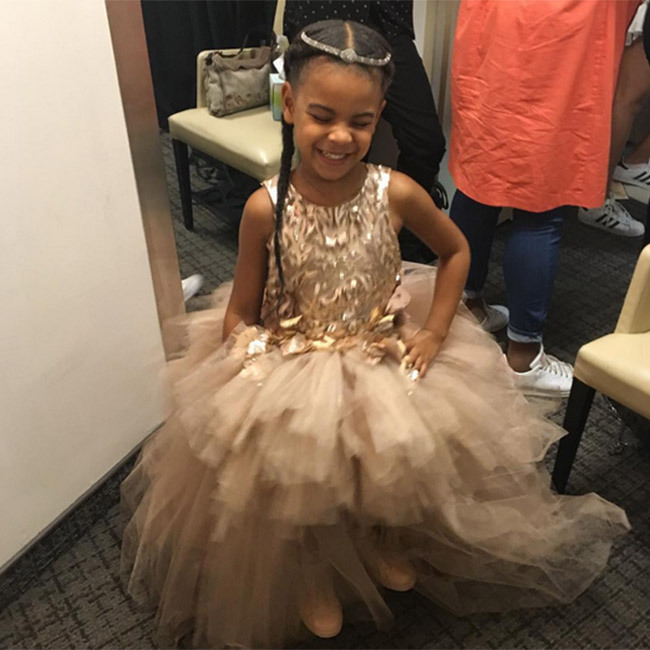 Beyoncé shared a snap of little Blue Ivy getting ready for the MTV VMAs. 