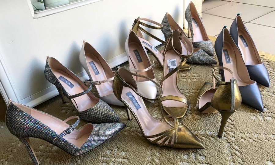 Sarah Jessica Parker could not decide which shoes to wear for the big night! 
