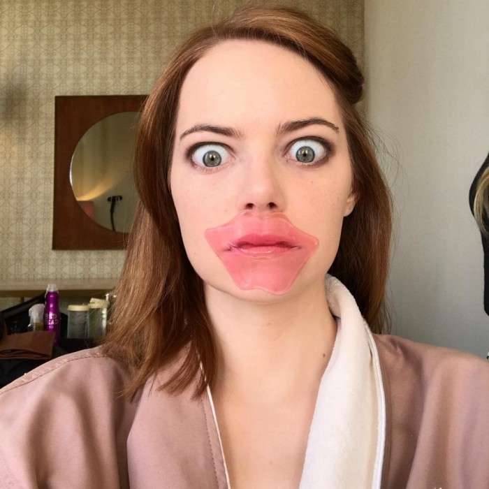 Emma Stone got silly right before the big show! Makeup artist, Rachel Goodwin, shared a photo of the La La Land star prepping for the Golden Globes.