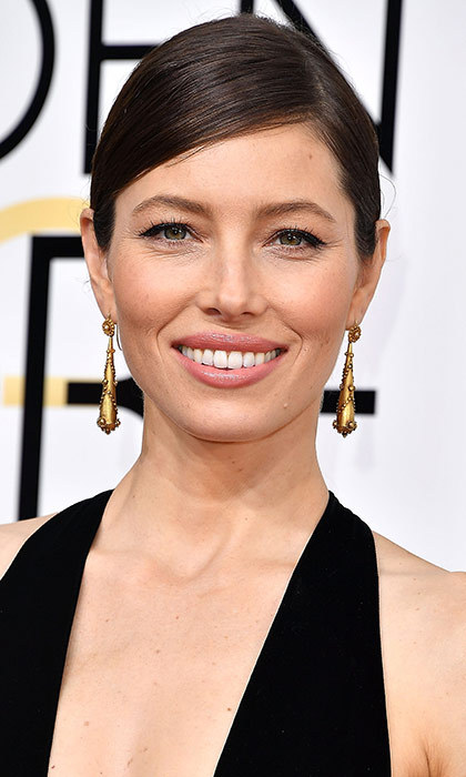 <h3>Jessica Biel</h3><p>Did not love the dress Jessica chose for the evening. But her beauty look saved the whole thing, thanks to that shiny chignon and cat eye.</p><p>Photo: © Getty Images</p>