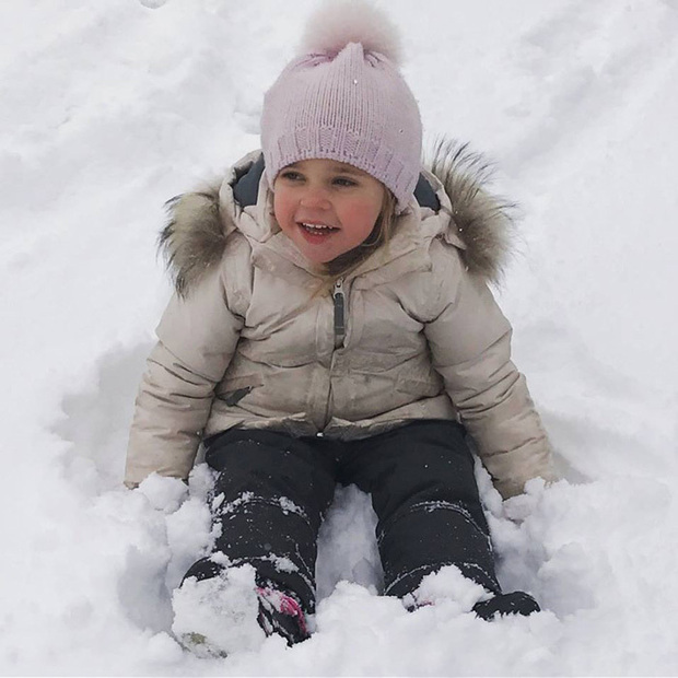 In January 2016, Princess Madeleine of Sweden shared this adorable snap of her daughter enjoying the snow on a family ski holiday.