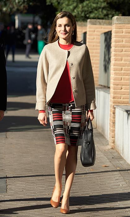 Queen Letizia looked sophisticated and stylish in this colour block pencil skirt and tailored jacket.