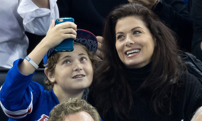 <em>Will and Grace</em> star Debra Messing treated her son Roman to a Rangers game at Madison Square Garden on Oct. 13, 2016. 
