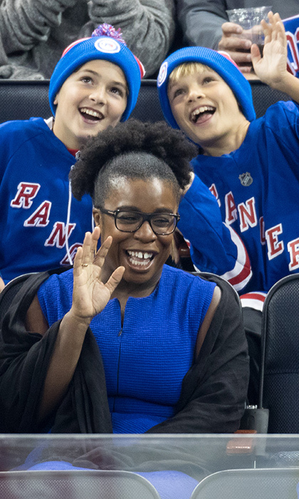 <em>Orange is the New Black</em>'s Uzo Aduba was all smiles at the Blues vs. Rangers game on Nov. 1, 2016.