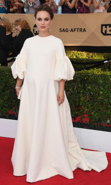 Natalie Portman wore a Dior Couture dress at the 2017 SAG Awards. 