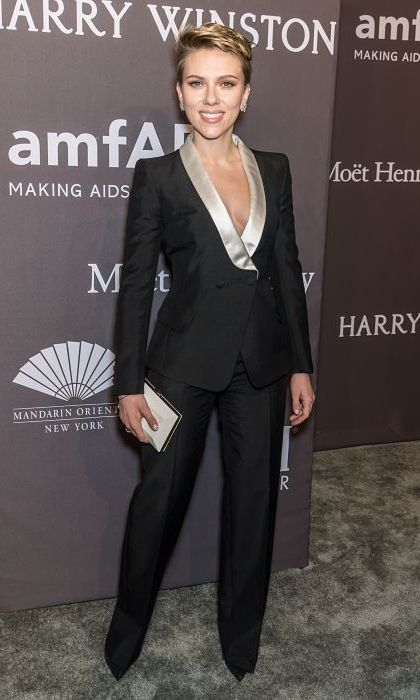 <strong>Feb. 8:</strong> Scarlett Johansson paid homage to the night's honouree, Donatella Versace, by wearing a chic tuxedo from the Italian fashion house. 