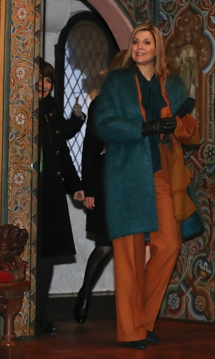 A quick trip to the Wartburg Castle didn't halt Máxima's style. The Queen wore a rust colored pants ensemble topped with a teal overcoat. 