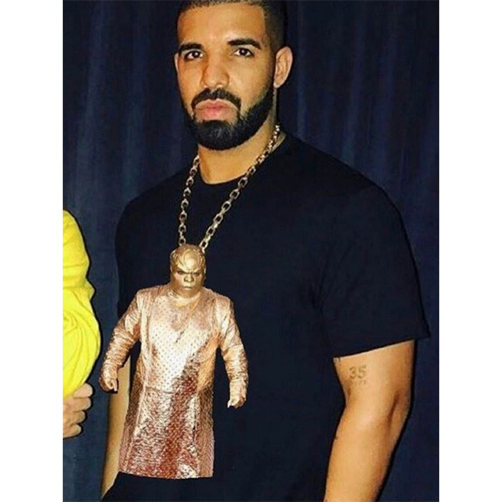 A European tour kept Drake away from this year's ceremony, but that didn't stop the Toronto rapper from poking fun at Ceelo's very interesting red carpet ensemble. 