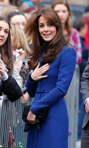 An expressive Kate arrived at the Dundee Rep Theatre in Scotland ready to chat with fans and well-wishers.