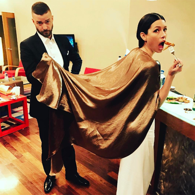 "<p>It wasn't the only photo Jessica shared. She later uploaded a funny snapshot showing her enjoying a bite to eat after the ceremony, while husband Justin is left holding her dress and looking distinctly unimpressed. ""Post Oscars, Pre party. Babby daddy duty,"" the actress captioned the image.</p><p>Photo: © Instagram</p>"