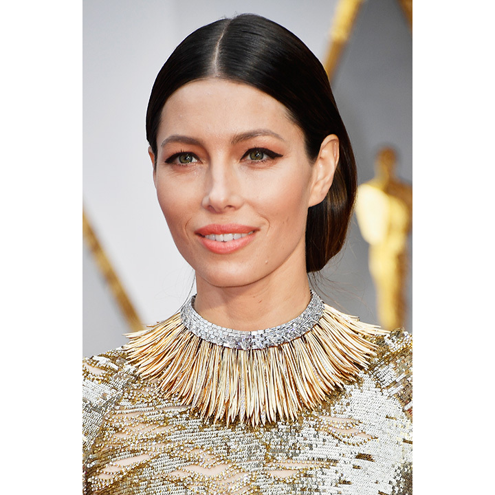 "One of the most eye-popping jewelry moments of the night was the choker worn by Jessica Biel that complemented her Kaufman Franco gown. The ""Whispers of the Rain Forest"" necklace from Tiffany & Co. contained over 350 uniquely shaped 18-carat gold fronds and more than 200 baguette diamonds. It weighed in at roughly 60 carats. 