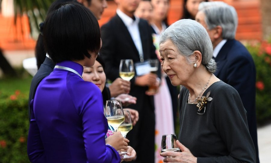 Japan's Empress Michiko toasted with volunteers from the Japanese International Cooperation Agency (JICA) in the central city of Hue during a Vietnam visit with her husband Emperor Akihito. 