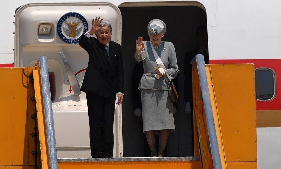 Japan's Emperor Akihito and Empress Michiko bid adieu to Vietnam as they ended their six-day visit to the country. 