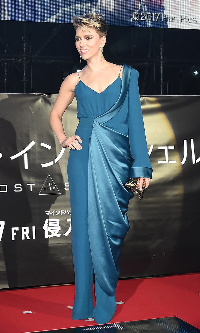 "<a href=""/tags/0/scarlett-johansson/"" target=""_blank"">Scarlett Johansson</a> rocked a Balmain one-sleeve pantsuit at the Tokyo premiere of her new film <em>Ghost In The Shell </em>. It also looks like she shaved even more length off her edgy new pixie cut. 