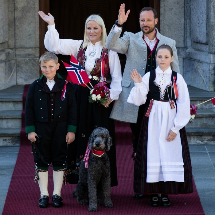 "<h2><strong>Crown Princess Mette-Marit and Crown Prince Haakon of Norway</strong></h2><p>The Norwegian royals are parents to a very curious labradoodle named Muffins. The three-year-old pup recently escaped from the family during a ski vacation at the start of 2017, but was rightfully returned unharmed to the royals.</p><p><span class=""copyright"">Photo: &copy; Getty Images</span></p>"