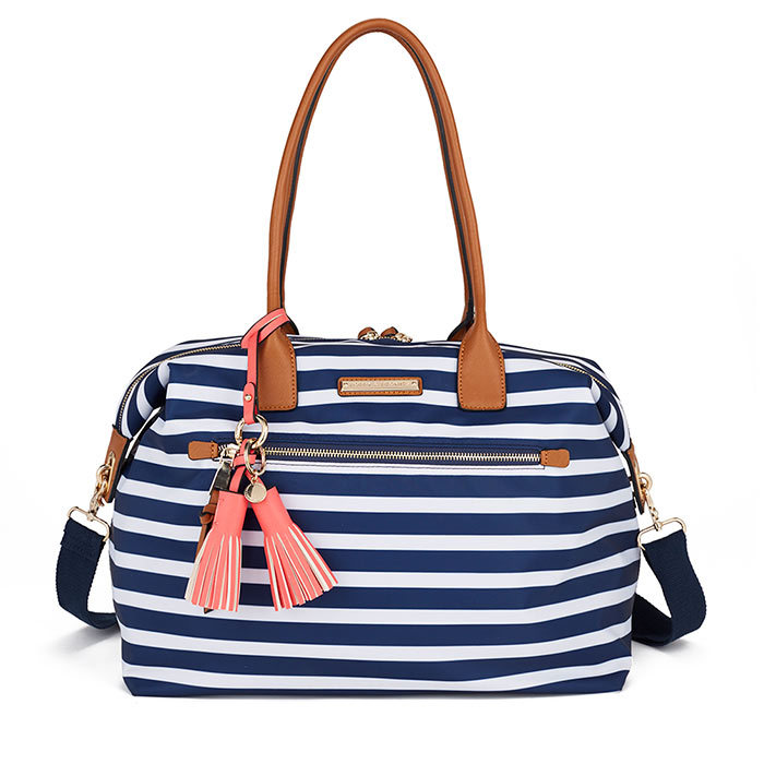 <h3>Yacht Club</h3><p>The Getaway Bag in Nautical, $125, <em>poppyandpeonies.com</em></p>