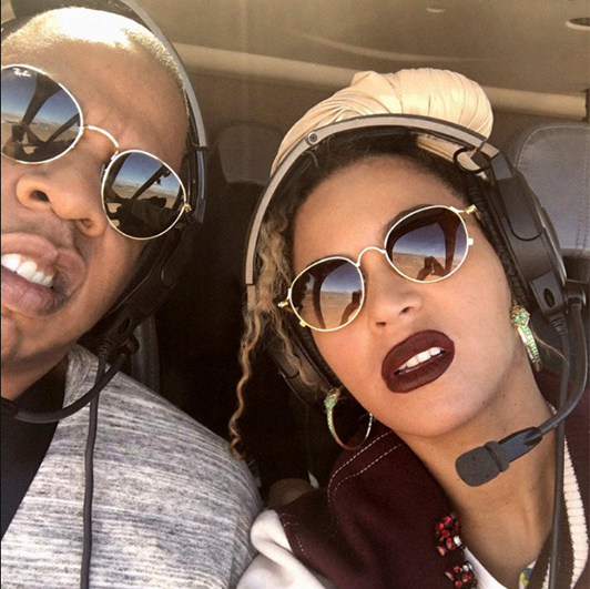 Beyoncé and Jay Z struck a pose as they took a helicopter ride over the Grand Canyon. The singer looked effortlessly cool as ever for the occasion, wearing a pair of aviator sunglasses and plum lipstick that perfectly matched her baseball style jacket.