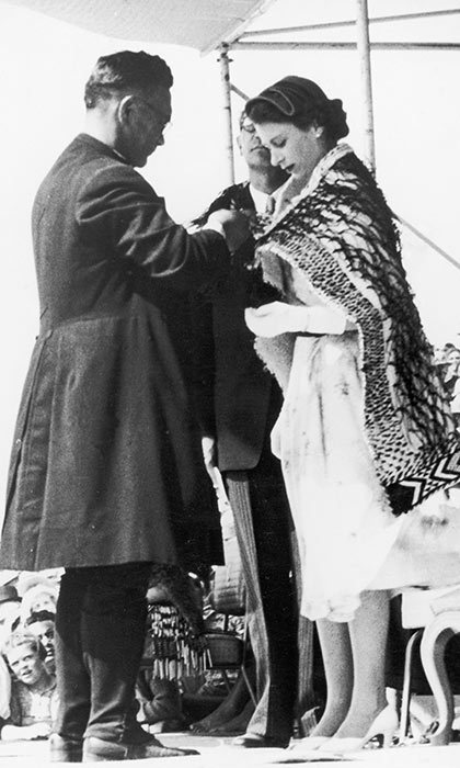 <h3>A MAORI CLOAK</h3><p>The newly crowned Queen Elizabeth II is presented with a korowai (woven cloak) by the bishop of Aotearoa in Rotorua during her first visit to New Zealand in 1954. While the country doesn't have a specific national dress, the traditional Maori cloak is considered a symbol of the nation and is often worn by dignitaries.</p><p>Photo: © Getty Images</p>