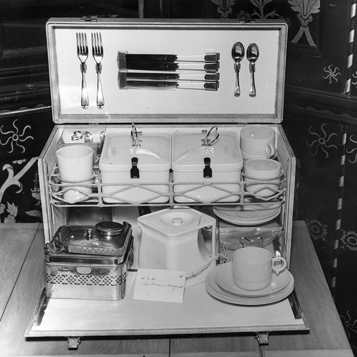 <h3>A PICNIC SET</h3><p>What do you get your older sister, who also happens to be the future queen, as a wedding present? Princess Margaret took a practical approach for the 1947 occasion, offering Princess Elizabeth and Lieutenant Philip Mountbatten this lavish picnic set.</p><p>Photo: &copy; Getty Images</p>