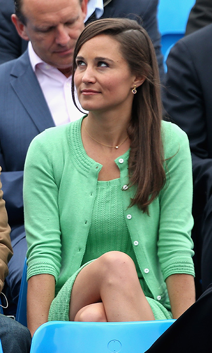 Colour us green with envy! The style icon looked perfectly pulled together in this green sweater and dress combo, which she accessorised with dainty gold jewelry.