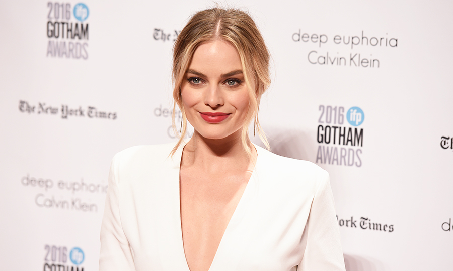 Just call her Queen Margot Robbie! The Australian actress is tapped to step into the shoes of Elizabeth I in an upcoming biopic on the life of Mary Queen of Scots. <em>Brooklyn</em> star Saoirse Ronan will wear the crown of Mary. 