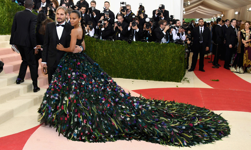 <strong>2016, Manus x Machina: Fashion in an Age of Technology</strong><br>Zoe Saldana, Dolce & Gabbana