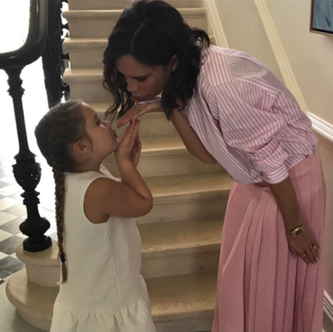 Harper and Victoria Beckham blew each other a kiss. 