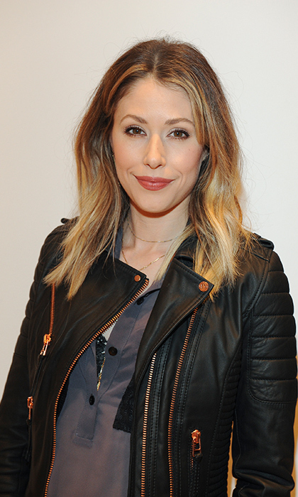 <h2>AMANDA CREW</h2>