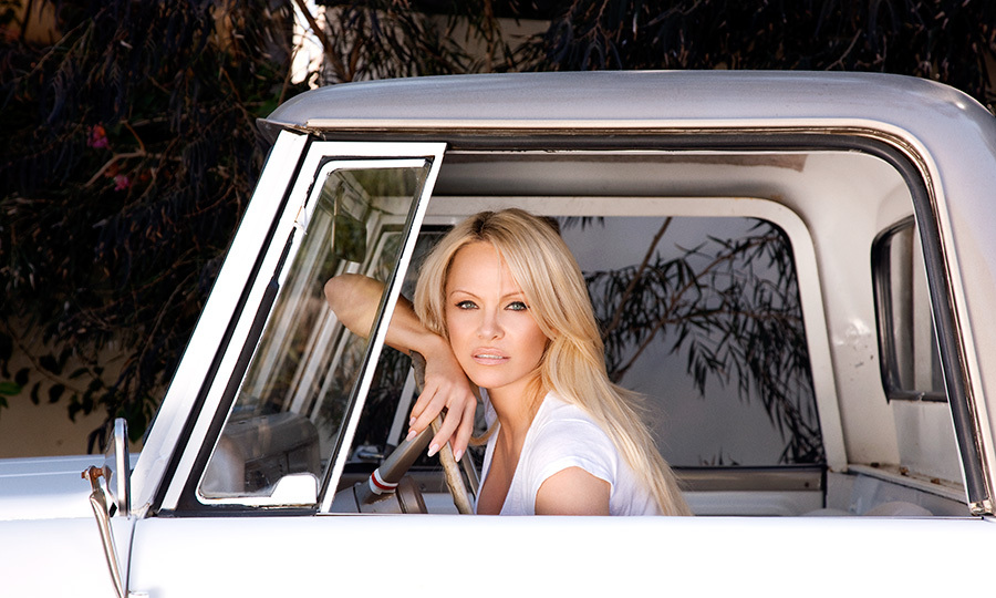 <h2>PAMELA ANDERSON</h2>