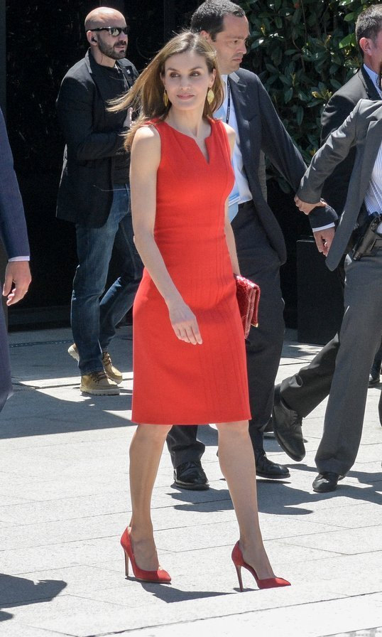 Red is definitely a hot shade for the royals this month! Here's Queen Letizia of Spain in a LRD at the 'La Caixa' Scholarships event in sunny Barcelona.
