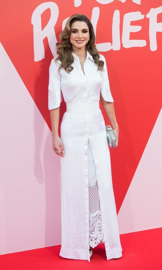 Queen Rania of Jordan showed off her chic summer style in white lace at the Fashion for Relief fundraiser in Cannes. 