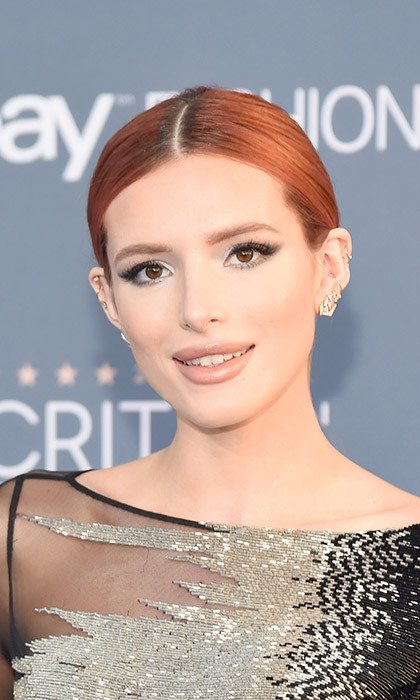 <p>It took micro-blading expert J&uacute;lia Faria Elmassian two hours to create Bella Thorne's full arches.</p>