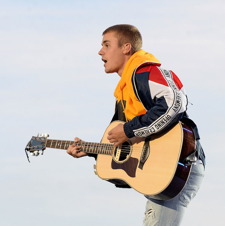 "Armed with only his guitar, a solemn Justin Bieber delighted fans by performing ""Love Yourself"" and ""Cold Water."" Following the acoustic set, the singer choked back tears as he dedicated the performance to all those lost in the May 22 tragedy. 