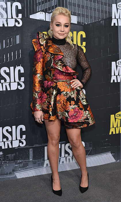 Singer-songwriter RaeLynn kept things short and sweet in a floral one-shouldered mini at the 2017 CMT Music Awards.