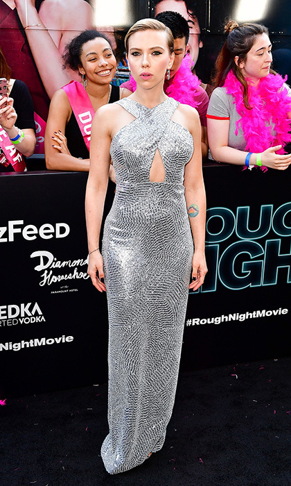 Talk about red carpet sparkle! Scarlett Johansson went platinum in Michael Kors Collection for the Rough Night premiere in the Big Apple.