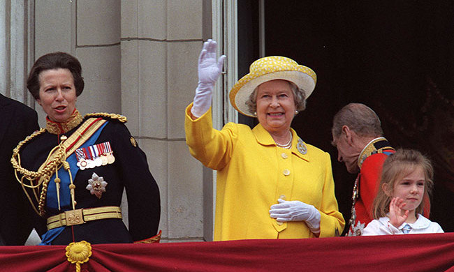 "<p>In 1998, the <a href=""/tags/0/queen-elizabeth-ii""><strong>Queen</strong></a> wore a lovely sunny yellow jacket, which looked fabulous with white gloves and a textured canary-hued hat with a contrasting white lining. A pair of statement pearl earrings and necklace added an elegant touch to her look as she waved to the crowds.</p>