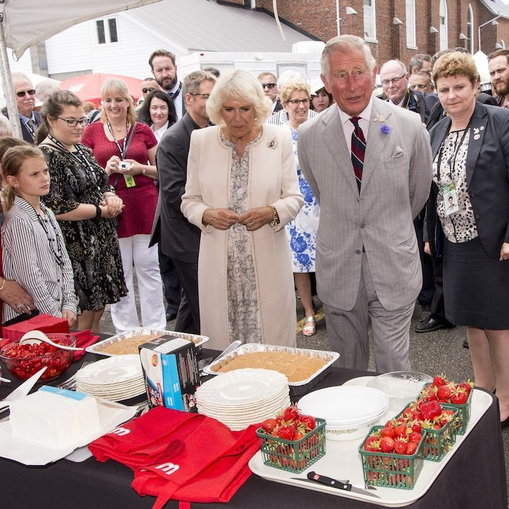 The royal duo stopped by the Wellington Farmers Market in Prince Edward County to check out local produce and yummy treats. 