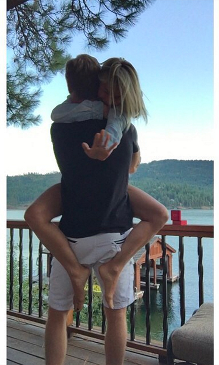 Julianne took to Instagram to announce her engagement in 2015. 