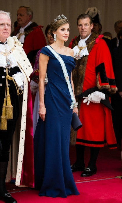 Regal in blue! Letizia dressed up once more in another off-the-shoulder look during the Mayor's Banquet at the Guildhall. The royal style icon donned the Mellerio Floral tiara for the occasion.