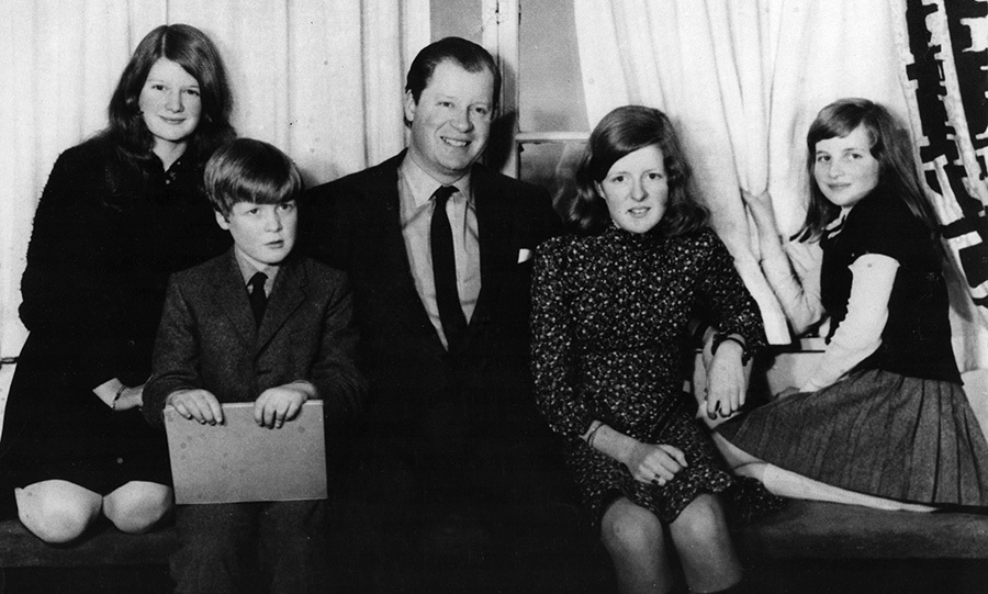 The future royal with her siblings, and her father <strong>John Spencer</strong>, Viscount Althorp.
